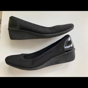 Anne Klein AK Sport Low Wedge Pumps Black 6.5.